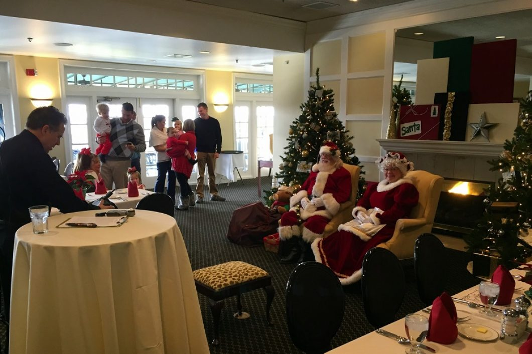 Country-Club-Dining-With-Mr-And-Mrs-Claus-1060x706