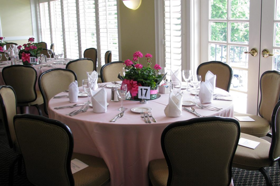 Evansville-Country-Club-Banquets-table-set-1060x706