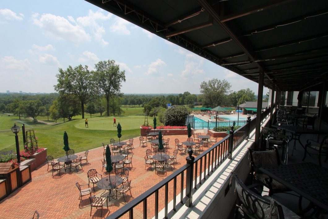 Evansville-Country-Club-Patio-Dining-1060x706