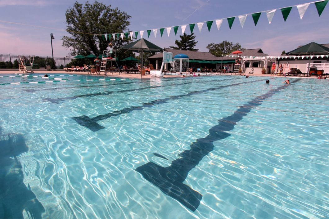 Evansville-Country-Club-Swimming-Pool-1060x706